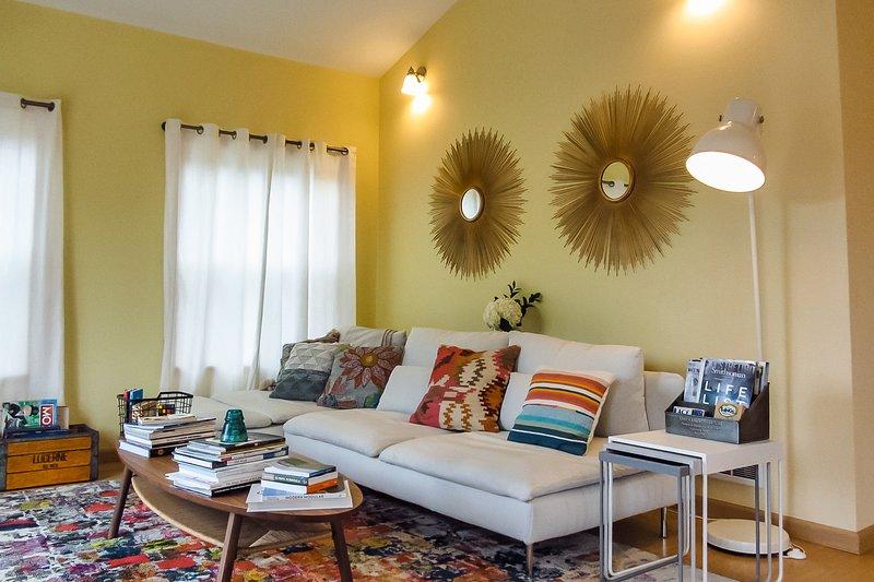 Charming coastal cottage w/ a full kitchen & private, furnished deck, location de vacances à Pacific Beach