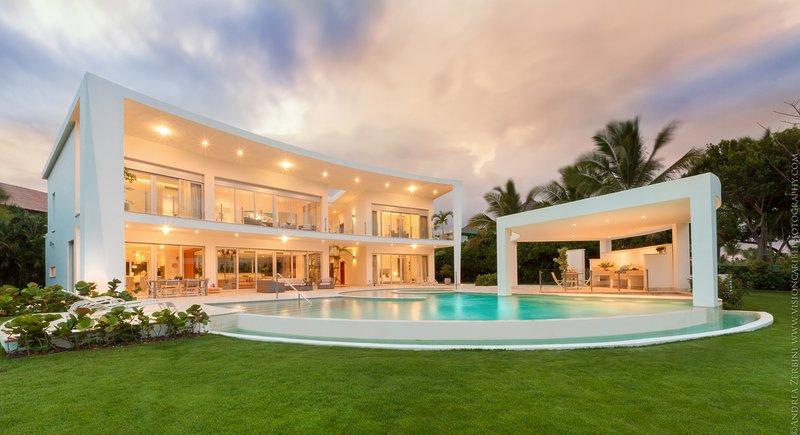 Amazing 5-bedroom luxury villa near La Cana Clubhouse in Puntacana Resort & Club, alquiler de vacaciones en República Dominicana