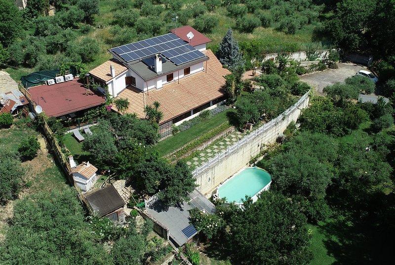 Villa bellissima immersa nel verde, alquiler vacacional en Fossacesia Marina