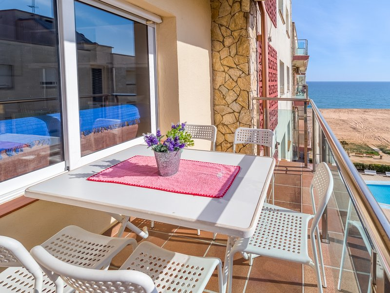 Apartment on the beach with connection to BCN by train and bus, alquiler vacacional en Santa Susanna