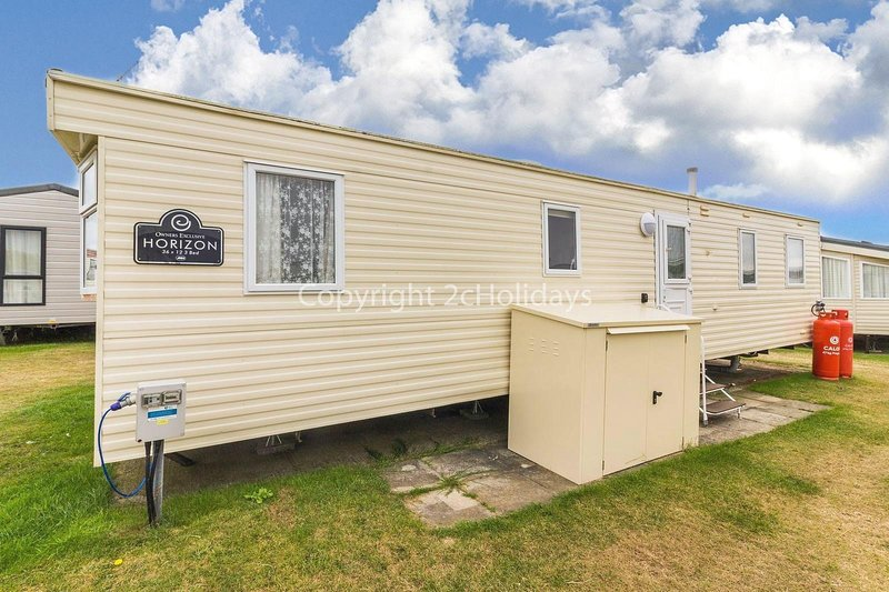 8 berth caravan at a great holiday park by the beach in Norfolk ref 50004AE, vacation rental in California