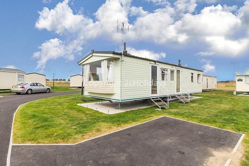 8 berth caravan for hire at Martello caravan park near Clacton on Sea 29012HV, location de vacances à Little Clacton