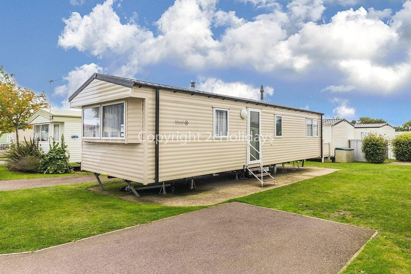 Immaculate caravan sleeping up to 6 people by the Norfolk Coast ref 70316C, location de vacances à Fritton