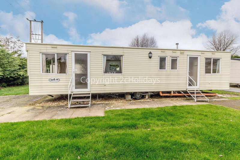 Spacious 8 berth caravan for hire at Southview Holiday Park, Skegness ref 33035E – semesterbostad i Skegness