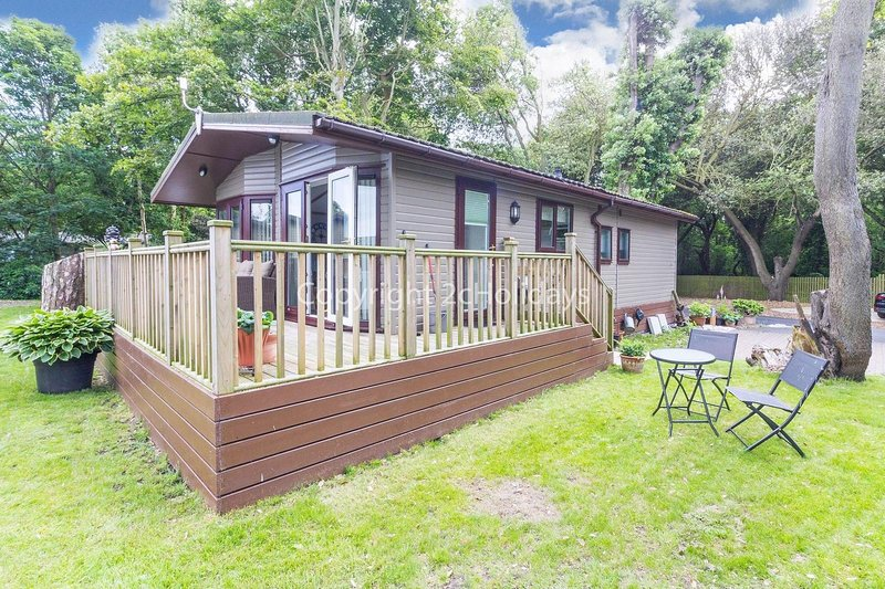 Pet friendly, luxury lodge with decking in Suffolk near the beach ref 32008A, holiday rental in Corton