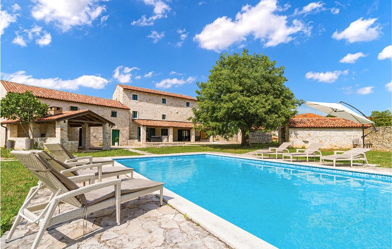 Awesome home in Bicici with Sauna, 4 Bedrooms and Outdoor swimming pool (CIC979), holiday rental in Glavani