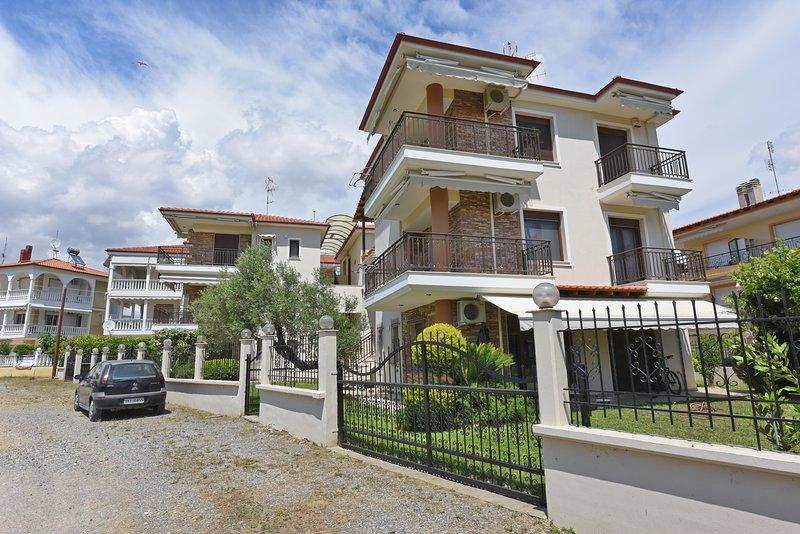 Fibes Luxury Living 3rd - Dionysiou Beach - Mouries Halkidiki, location de vacances à Nea Triglia
