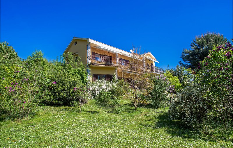 Stunning home in Icici with 0 Bedrooms (CKO562), casa vacanza a Opric