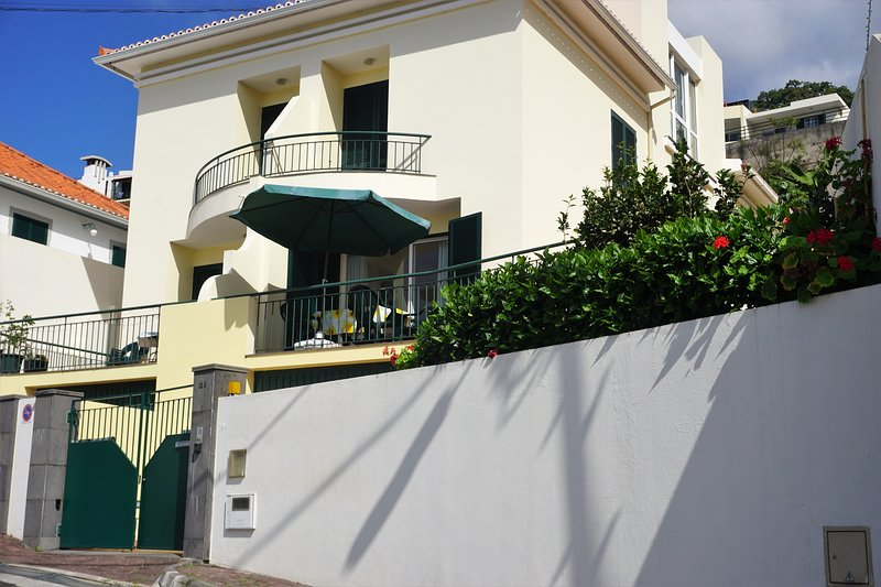 ! YOUR HOME IN MADEIRA, location de vacances à Funchal