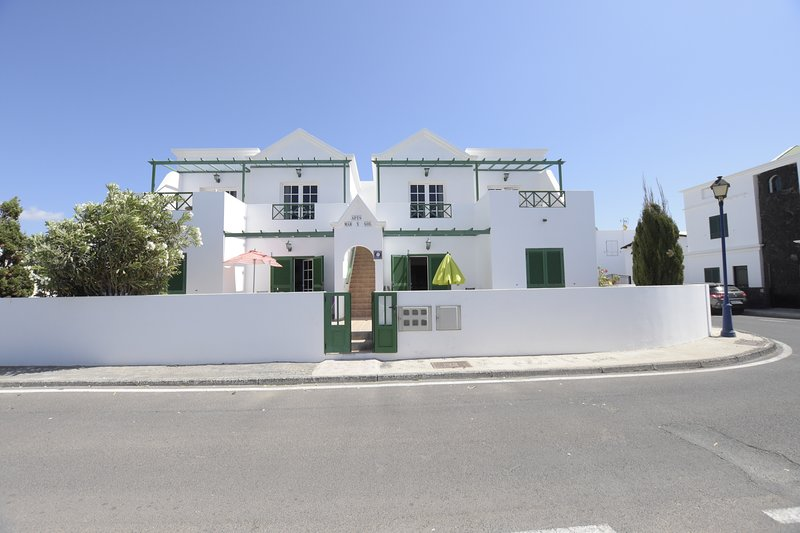 APARTAMENTO CASA EN LANZAROTE, vacation rental in Los Valles