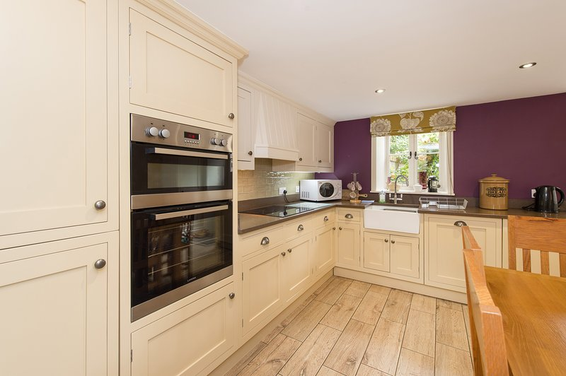 Drake Cottage luxury cottage for 4 with private bathroom facilities, holiday rental in Sleights