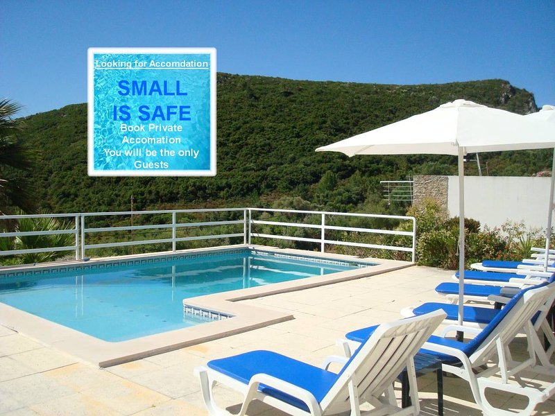 A Stunning Sea View Villa with Swimming Pool sleeps up to 8, Sesimbra., holiday rental in Sesimbra