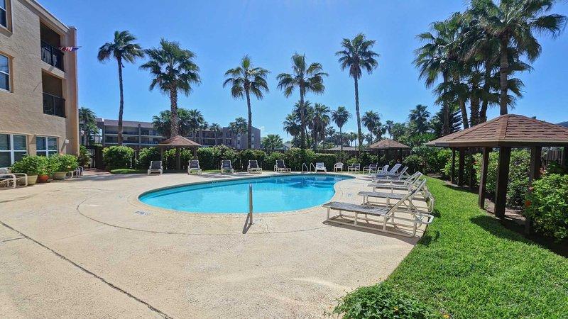 Building,Resort,Hotel,Tropical,Pool