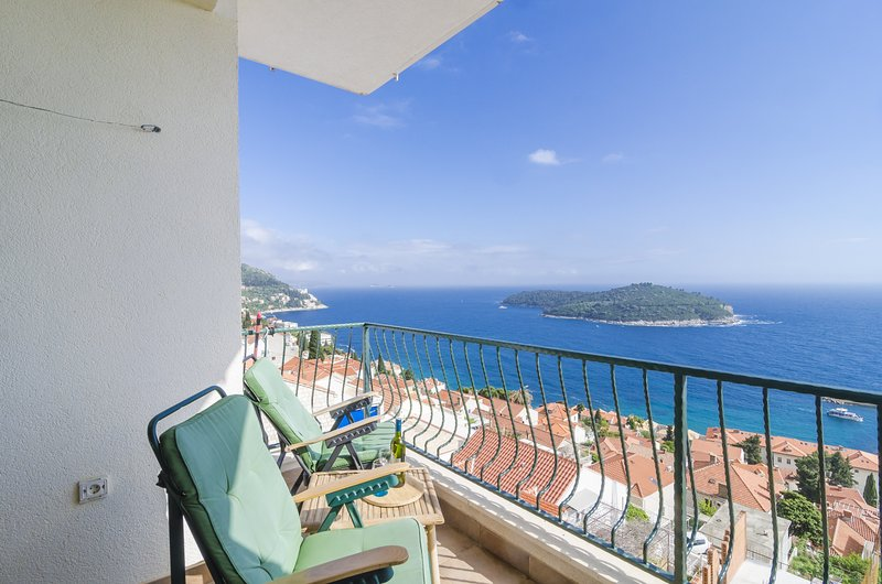 Ploce Apartments- Two-Bedroom Apartment with Terrace - Frana Cale 24, holiday rental in Sumet