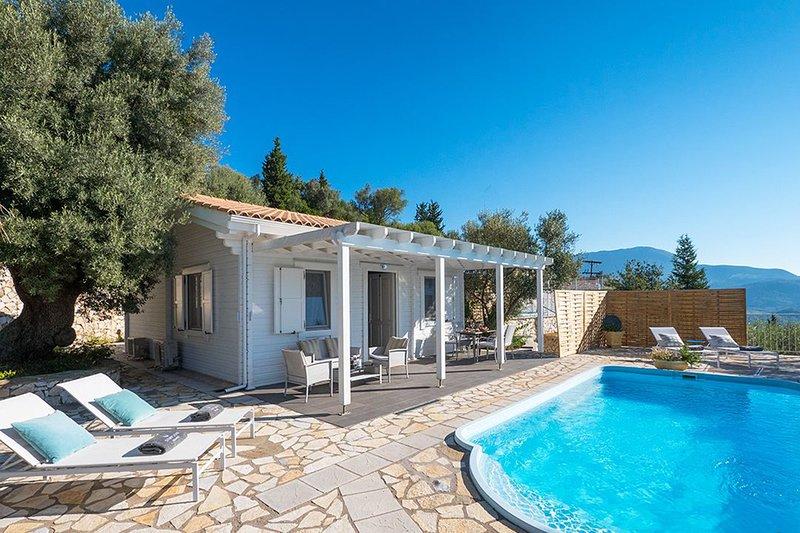 Beautiful Villa Mylos With Private Pool & Stunning Views, aluguéis de temporada em Ponti Agiou Petrou