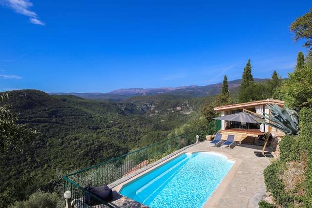 5 bed villa in Provence with pool & outdoor kitchen, location de vacances à Andon