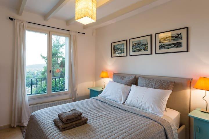 Stunning villa with pool, A/C, BBQ area, boules, location de vacances à Spéracèdes