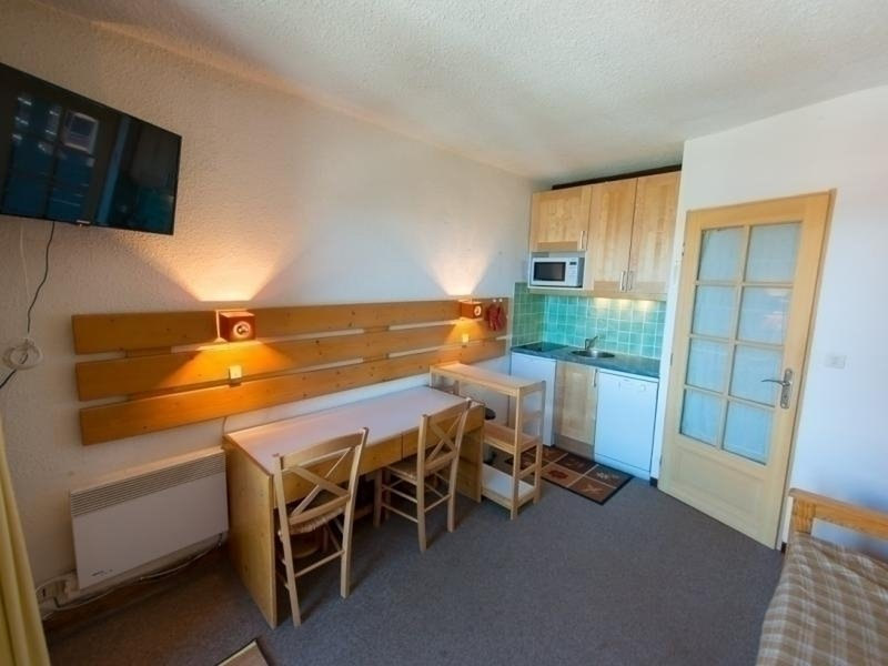 Appartement Studio cabine 4 couchages RISOUL 1850, holiday rental in Chateauroux-les-Alpes