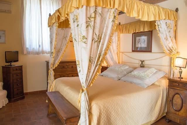 5 bedroom villa with pool, Tuscany, holiday rental in Tavarnuzze