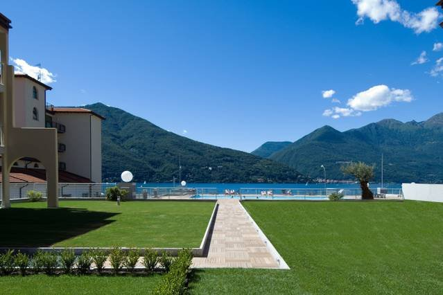 Lake Maggiore 2 bed apartment with pool & jacuzzi, vacation rental in Astano