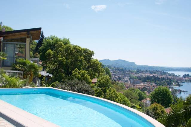 Luxury Italian Lakes villa with private pool, gym, BBQ, WIFI & lake views, holiday rental in Pallanza
