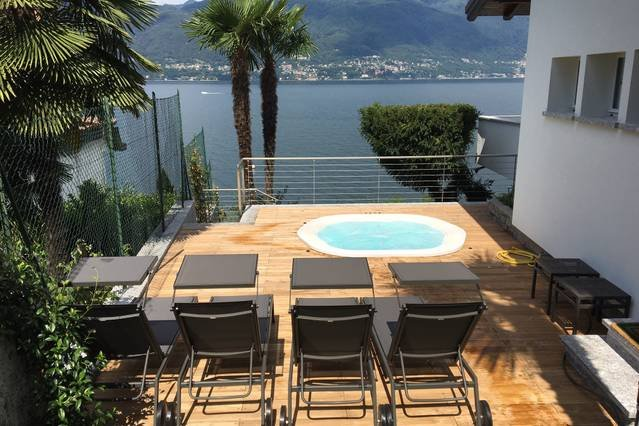 Lakeside villa with private jacuzzi & lake access., vacation rental in Lake Maggiore