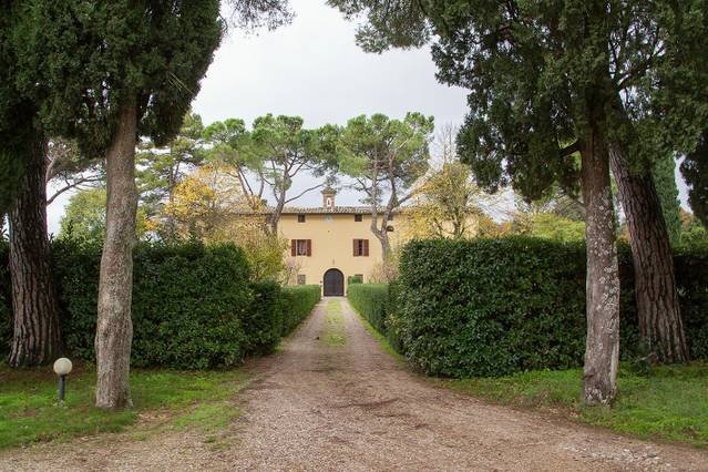 10 bedroom historic Tuscany villa, holiday rental in Brucciano