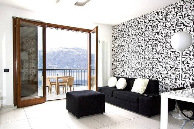 Stunning 1 bed apartment. Lake views. Large terrace., vacation rental in Astano