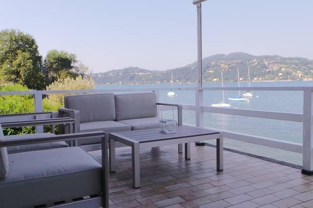 Contemporary lakeside villa enjoying direct lake access., vacation rental in Angera