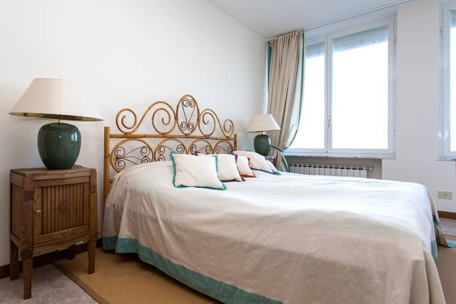 Apartment with pool, lake views, WIFI. Walking distance to beach., vacation rental in Sant'Abbondio