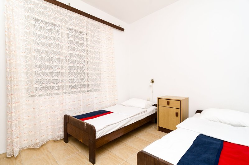 Guest House Kiko - Budget Twin Room - No.2, holiday rental in Polace