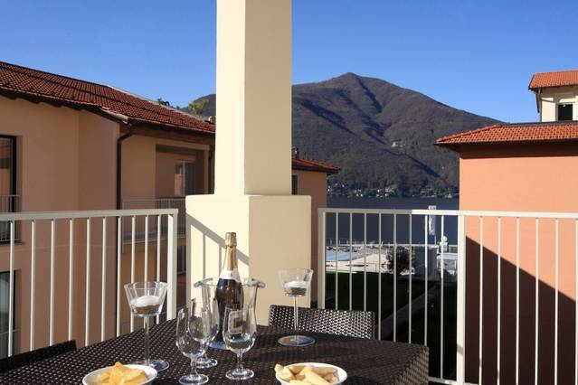 Contemporary 3 bed apartment with pool, jacuzzi, WIFI, vacation rental in Astano
