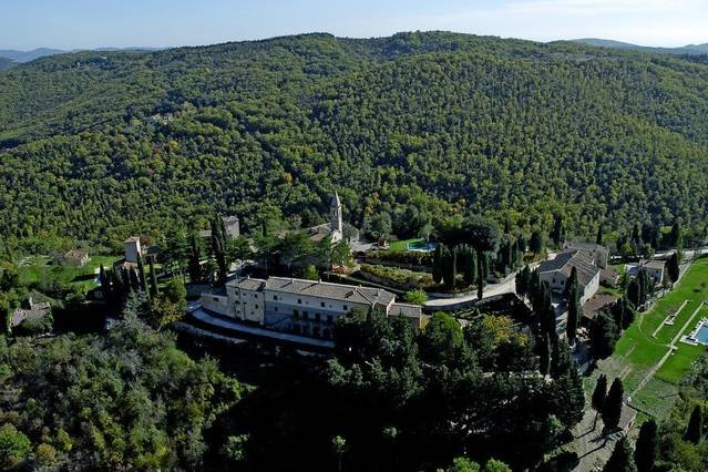 Large 2 bedroom apartment in Tuscany with pool, holiday rental in Lucarelli