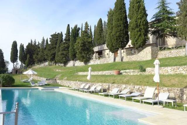 2 bedroom apartment with pool near Siena, holiday rental in Ricavo