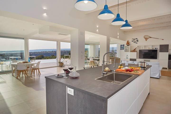 Contemporary luxury 4 bedroom villa in Sicily, holiday rental in Villalba