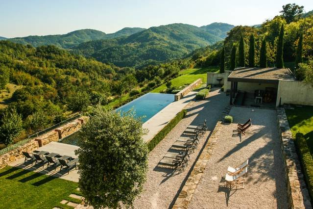 Stunning luxury 8 bed villa in Umbria with pool, holiday rental in Montone