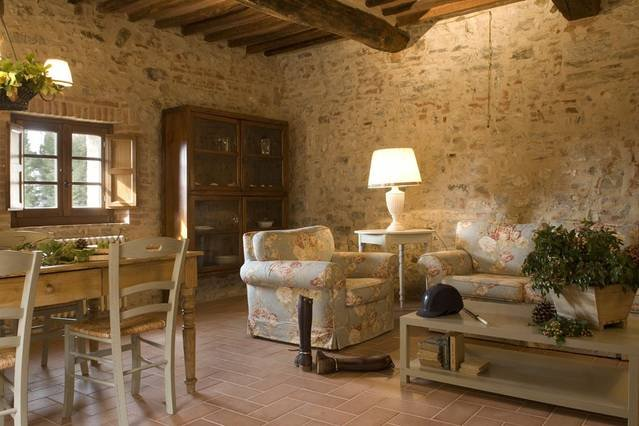 2 bedroom Tuscany apartment with communal pool, holiday rental in Ricavo