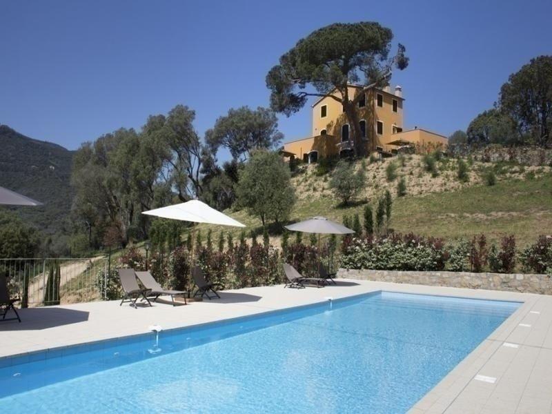 Hauteurs d'Ajaccio- Résidence avec piscine LE MOULIN 1, location de vacances à Alata
