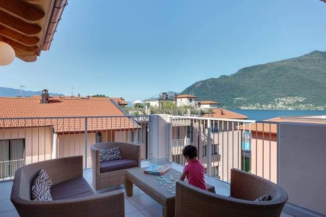 Lakeside penthouse apartment with pool, jacuzzi, bike hire, WIFI, vacation rental in Astano