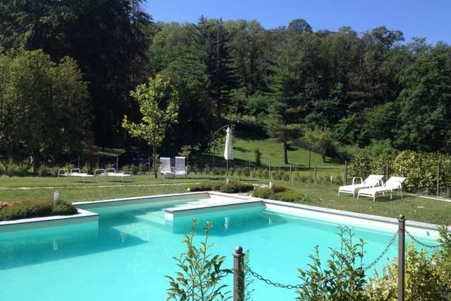 2 bedroom apartment with pool, location de vacances à Oleggio Castello