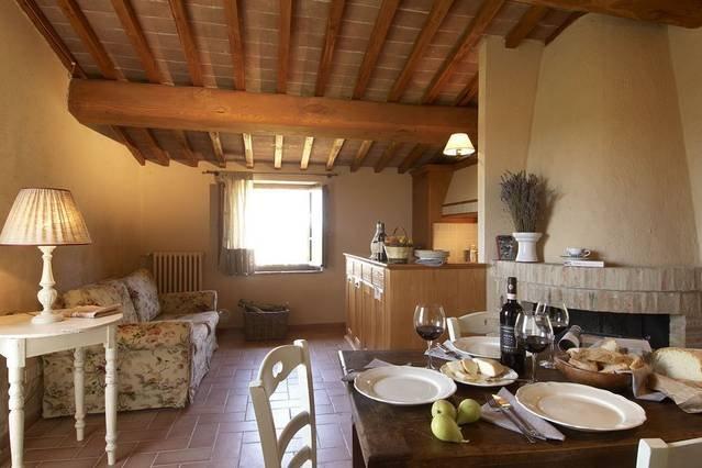 Luxury 2 bedroom Tuscan Villa, holiday rental in Lucarelli