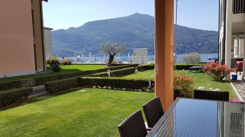 Italian Lakes ground floor apartment with pool, vacation rental in Astano