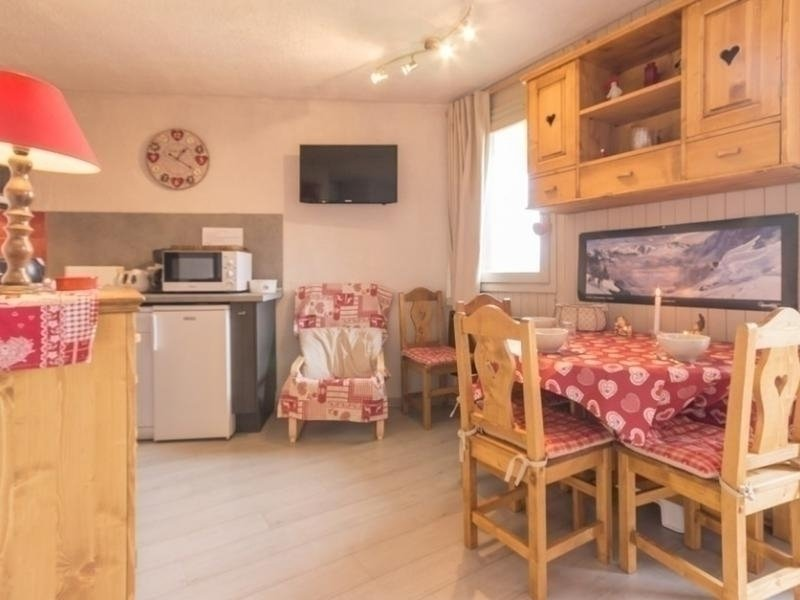 Studio cabine entièrement rénové, location de vacances à Montchavin