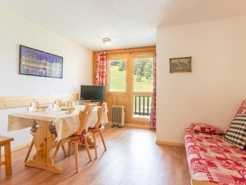 Superbe studio cabine rénové très lumineux, location de vacances à Montchavin