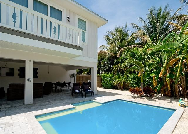 Fishful Thinking - a dream home with heated private pool - pet friendly, holiday rental in Anna Maria Island
