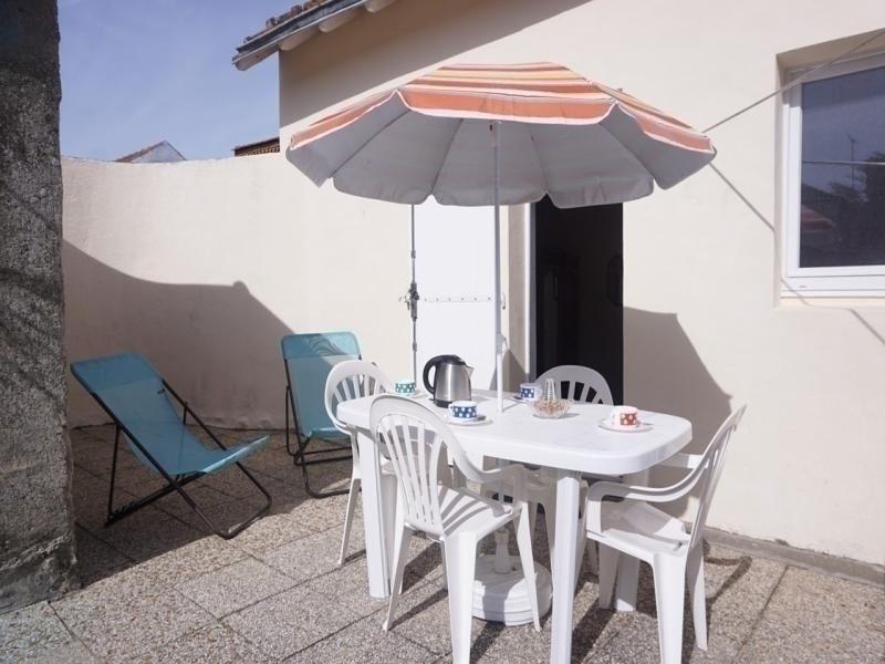 Maison 2 pièces-39m² environ- jusqu'à 4 personnes, holiday rental in Barbatre