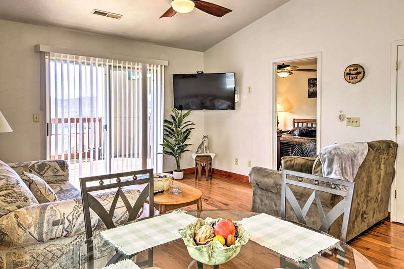 NEW! Branson Condo w/ Deck + Table Rock Lake View!, holiday rental in Galena