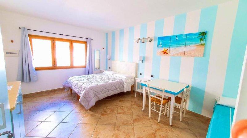 In Centro a Palau, Nuovo Appartamento con Giardino Privato - Climatizzato, holiday rental in Palau