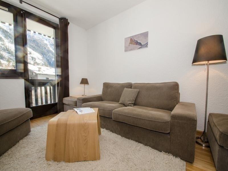Joli appartement avec vue superbe sur la chaine du Mont-Blanc, holiday rental in Les Praz-de-Chamonix