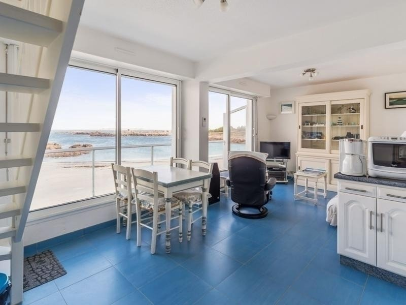 Appart. 2 chambres VUE EXCEPTIONNELLE SUR MER, plage de la Grève Blanche, vakantiewoning in Tregastel-Plage